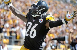 Pittsburgh Steelers running back Le'Veon Bell (26) celebrates scoring a touchdown in the second quarter of the NFL football game against the Cleveland Browns on Sunday, Sept. 7, 2014 in Pittsburgh. (AP Photo/Don Wright)